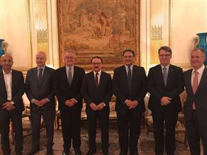 وزير الاتصالات يبحث تعزيز التعاون مع شركة أورنج العالمية بفرنسا