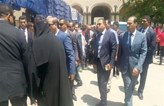 القيادات التنفيذية في أسيوط تشارك في جنازة الأنبا ساويرس | صور