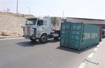 كثافات مرورية بنفق زهراء المعادي بعد انقلاب سيارة نقل | صور
