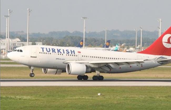 انبعاث دخان من كابينة القيادة بطائرة تركية يؤخر إقلاعها من مطار القاهرة -