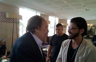 عزت العلايلي يصل إلي وهران للتكريم في مهرجانها السينمائي | صور