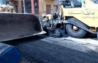 إزالة 300 حاجز حديدي وأسمنتي واستكمال أعمال الرصف والإنارة بمدينة أسيوط | صور