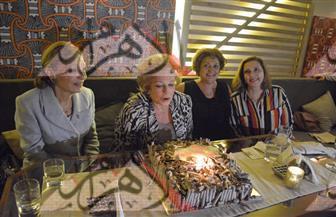 الشهبانو فرح ديبا تحتفل  بعيد ميلاد جيهان السادات  صور