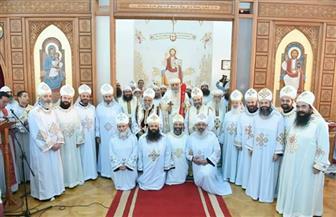 البابا تواضروس يصلي القداس بدير الأنبا بيشوي ويرسم كاهنين برتبة القمصية