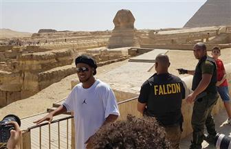"""قال لمرافقيه: """"اتركوني مع أبو الهول وحدنا"""".. تعرف على الأشياء التي أبهرت """"رونالدينيو"""" في الأهرامات   صور"""