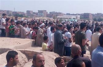 جنازة شعبية لطفلين غرقا في بالوعة صرف صحي بدون غطاء بالسويس