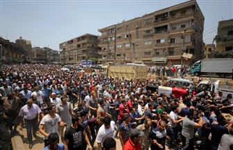 المئات من أهالي نجع الجسور بالأقصر ينتظرون تشييع جثمان الشهيد طارق إبراهيم