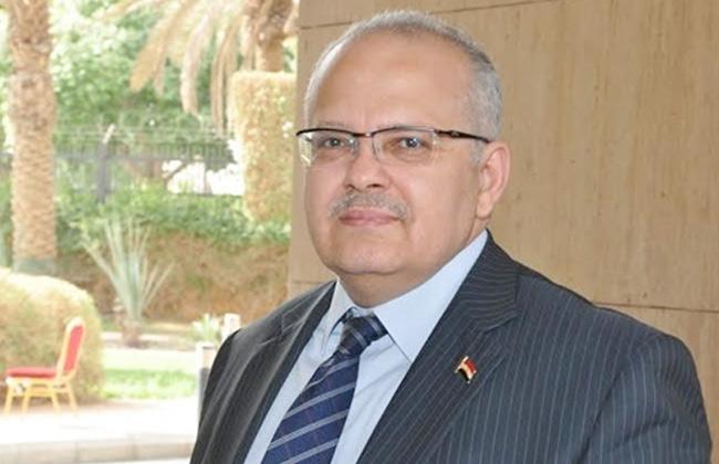 رئيس جامعة القاهرة يشارك طلاب المدينة الجامعية إفطار رمضان -