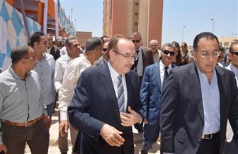 وزير الإسكان ومحافظ بني سويف يسلمان 100 وحدة إسكان اجتماعي   صور