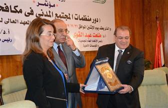 """تكريم """"والي"""" بختام مؤتمر """"دور منظمات المجتمع المدني في مكافحة الفساد""""   صور"""