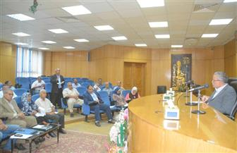محافظ المنيا يناقش استعدادات مواجهة السيول | صور
