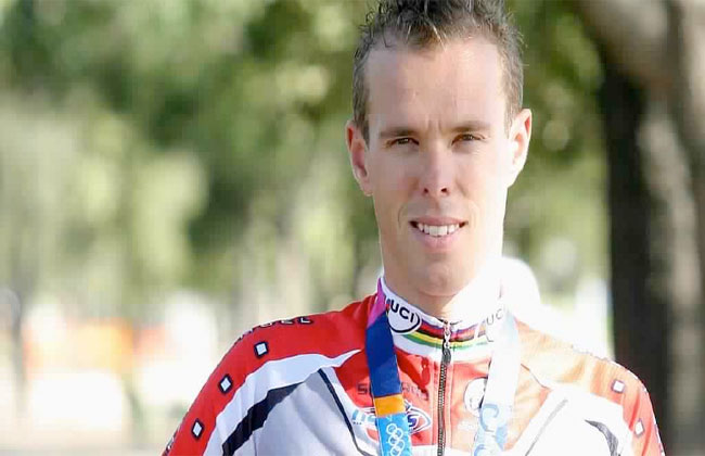 وفاة نجم الدراجات الأسترالي ستيفين وولدريدج -
