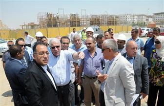 وزير الإسكان يتفقد أعمال الطرق والمحاور المرورية بالقاهرة الجديدة| صور