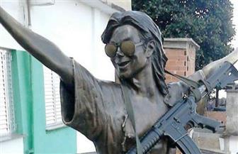 مايكل جاكسون يحمل رشاشًا ويقود متمردي ريو دي جانيرو