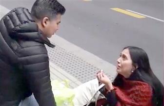 """""""ويروح وينساها تدبل بالشتى"""".. نهاية مؤلمة لفتاة طلبت يد حبيبها في الشارع   فيديو"""