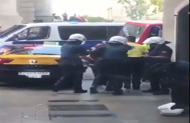الشرطة الإسبانية المعتقلون الأربعة في هجوم برشلونة   مغاربة وإسباني