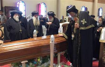 البابا تواضروس يلقي نظرة الوداع على الأنبا كيرلس بميلانو | صور