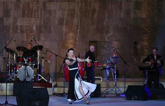 على أنغام الموسيقى الإسبانية.. منى بوكهادر تختتم حفلها بمهرجان القلعة
