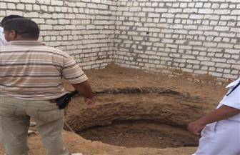 ضبط 5 أشخاص أثناء الحفر والتنقيب عن الآثار داخل منازلهم بالأقصر وسوهاج| صور