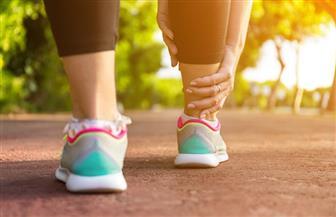 هل لاحظت تورمًا في إصبعك أو قدميك.. احذر 8 أسباب خطيرة لا تهملها