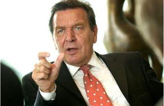 المستشار الألماني السابق شرودر ينتقد سياسة «أمريكا أولا» في أزمة «كورونا»