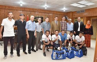سكرتير عام أسيوط يكرم أعضاء فريق الصم الفائز بالميدالية البرونزية في أوليمبياد تركيا | فيديو