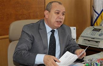 """محافظ كفرالشيخ يوزع مساعدات مالية على أصحاب """"التكاتك"""" المحترقة بجراج مطوبس"""