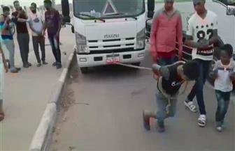 """""""كريم""""..عمره 8 سنوات ويجر السيارات ولا تحرقه النار.. ووالده يتمنى أن يصبح ضابطًا  فيديو"""