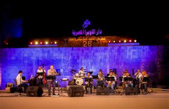 """موسيقى وأغاني الجاز في حفل """"بغدادي باند"""" بالقلعة.. والجمهور يرقص في ختام الحفل"""