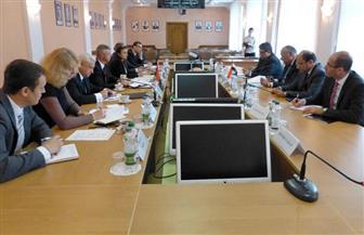 """""""شكري"""" يلتقي وزير التجارة ومكافحة الاحتكار البيلاروسي لتعزيز العلاقات والمصالح المشتركة"""