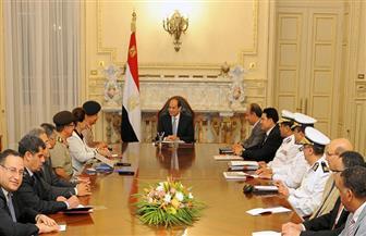 السيسي يعقد اجتماعًا بالإسكندرية لاستعراض خطط تطوير محور المحمودية | صور