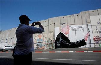 """""""الجدار العازل"""" من الضفة للمكسيك.. ترامب يُبارك ممارسات الاحتلال وحكومة """"بيبي"""" الإسرائيلية   صور"""