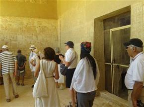وفدان من إيطاليا وإسبانيا يزوران المعالم الأثرية بالمنيا
