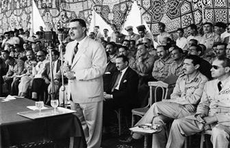 """""""عيد العلم"""".. ناصر غير توقيته وكرّم أم كلثوم وحليم وعبدالوهاب بجانب قامات العلماء والأدباء  فيديو"""