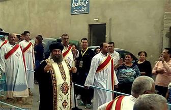 الأجهزة الأمنية تؤمن احتفالات العذراء بإغلاق طريق أسيوط - الغنايم أمام الدير