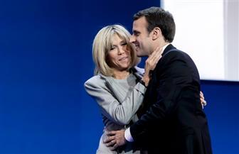 """200 ألف فرنسي يجمعون توقيعات لرفض منح زوجة """"ماكرون"""" لقب السيدة الأولى"""