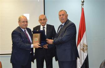 """""""البنا"""" يكرم """"أبو العزم"""" بمقر البنك الزراعي المصري"""