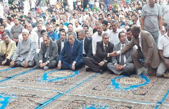 محافظ الجيزة يؤدي صلاة عيد الأضحي بمسجد مصطفى محمود | صور