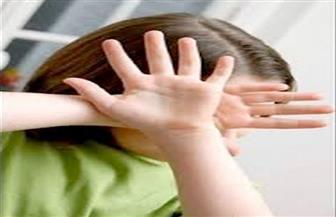 """""""قيدها بسلاسل حديدية"""".. الطفولة والأمومة ينجح في إنقاذ طفلة من تعذيب والدها"""