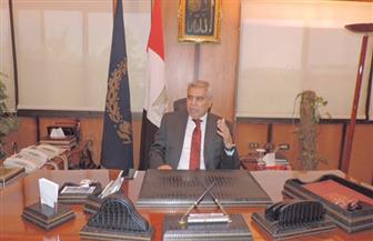 محافظ المنيا يسلم 68 شيك مساعدات و210 شهادات أمان للأولى بالرعاية