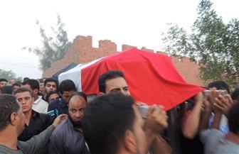 تشييع جثمان الشهيد النقيب أحمد فهمى فى جنازة عسكرية بمسقط رأسه بالمنوفية | صور