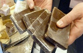 ضبط 3 تجار مخدرات بحوزتهم 12 ألف قرص مخدر وكيلو حشيش وأسلحة