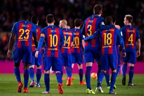 برشلونة يدافع عن صدارة الدوري الإسباني أمام إيبار الليلة -