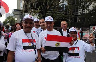 الجالية المصرية تستقبل الرئيس السيسي بالأعلام أمام مقر إقامته في نيويورك | فيديو