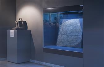 متحف الآثار بمكتبة الإسكندرية يعرض نموذج طبق الأصل من حجر رشيد