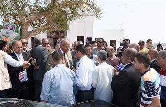 وزير التنمية المحلية يقرر إقامة معرض دائم لمنتجات رشيد | صور