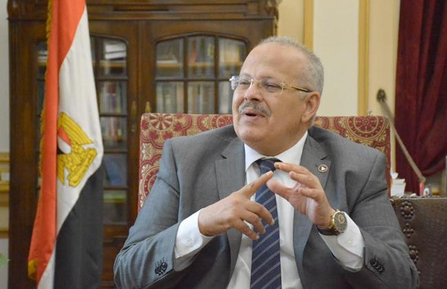 رئيس جامعة القاهرة: كتاب  التفكير النقدي  باللغة الإنجليزية بـ15 جنيها   صور -