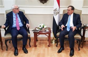 وزير البترول يبحث مع مسئول بالبنك الدولي الفرص الاستثمارية المتاحة