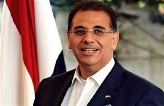 السفير المصري يحضر أول مران للأهلي في تونس.. ويدعو البعثة لحفل عشاء