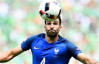 علاقة عاطفية تربط لاعب كرة قدم من أصول عربية مع نجمة الإثارة باميلا أندرسون